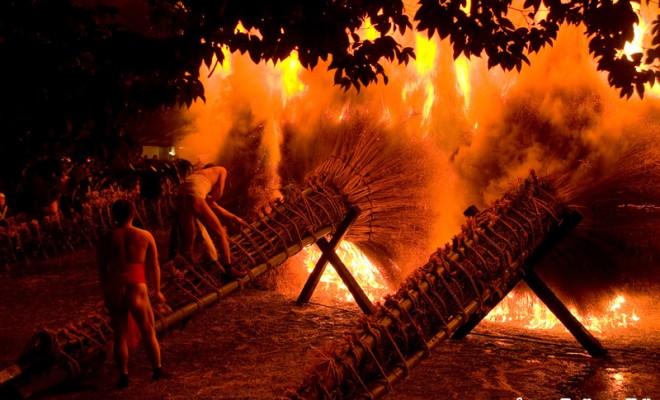 勝部の火まつり:800年続く近江...